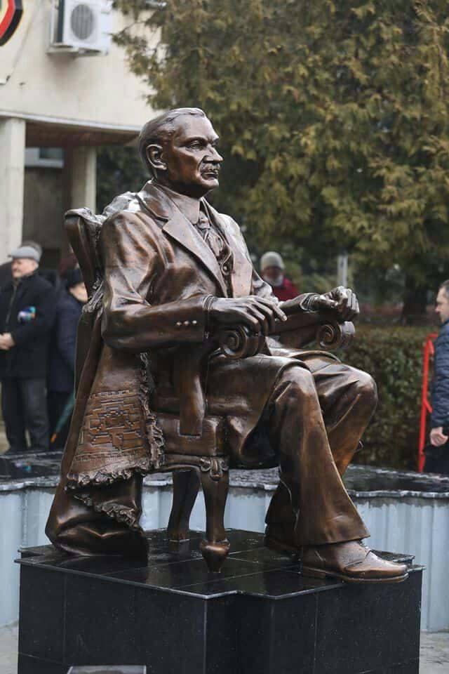 Statuie Maniu