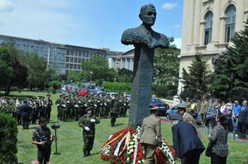Statuia Corneliu Coposu